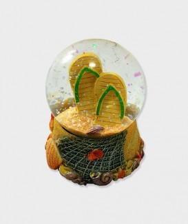 Boule A Neige Déco Tong dans le Sable  à Lacanau Océan jaune